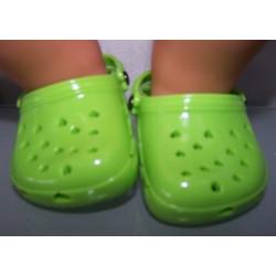 crocs groen met hartjes...